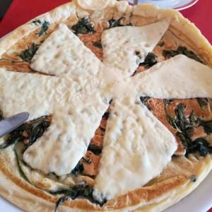 Pfannkuchen mit Spinat und Käse im Eifelhaus