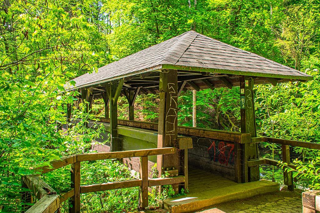 Brücke über die Prüm - Die Teufelsschlucht und Dinosaurierpark