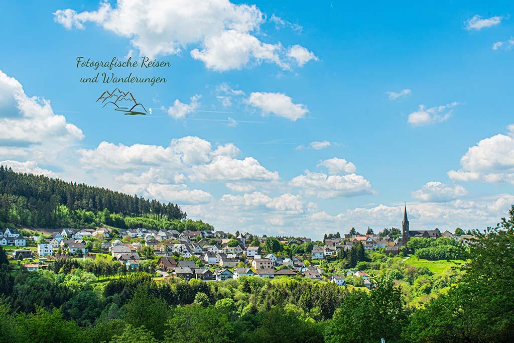 Blick auf Langenfeld Kreis Mayen - Wacholderheide in der Eifel