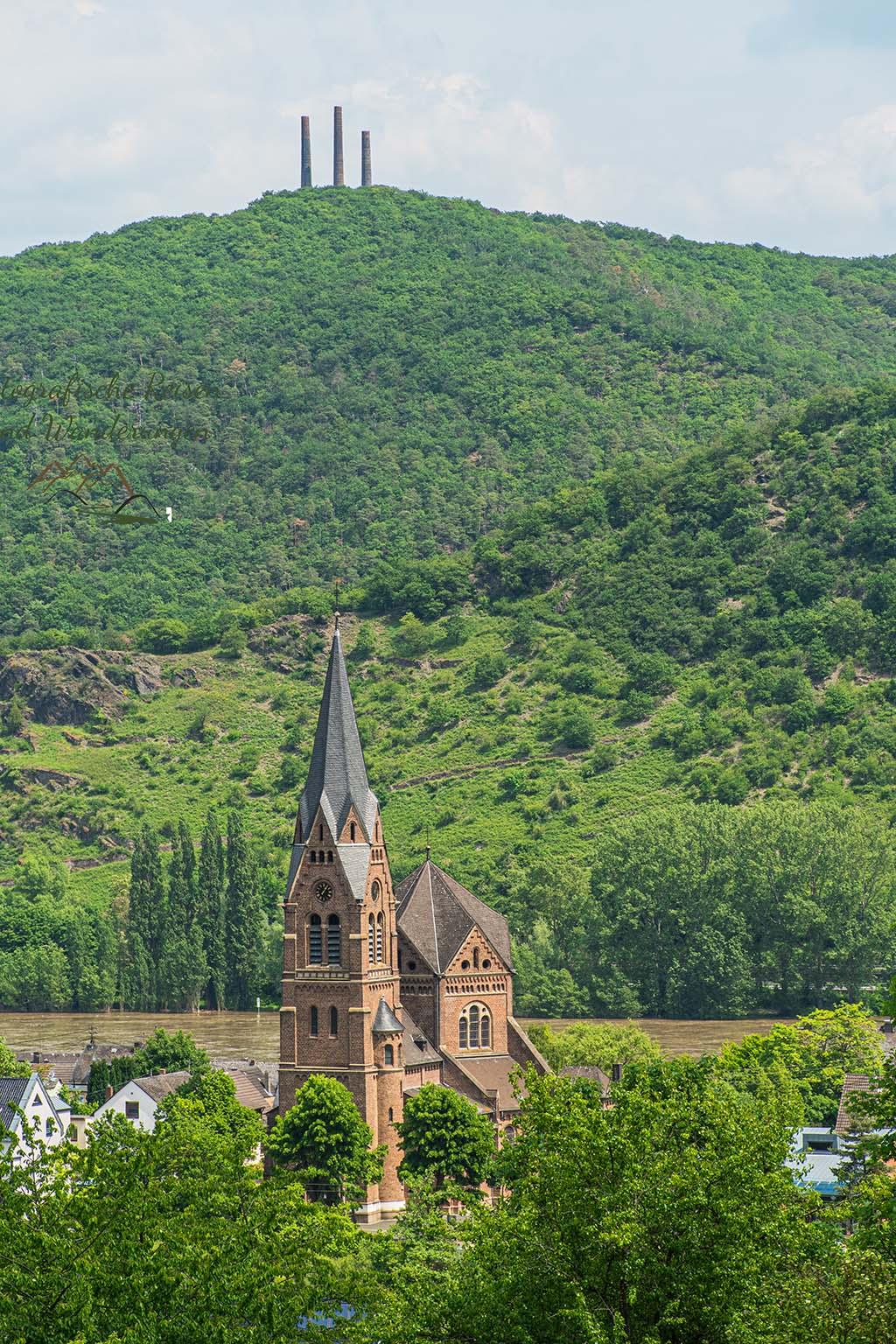 Blick auf die Kirche in Spay und die andere Rheinseite - Spayer Blick ins Tal - Traumpfädchen am Rhein