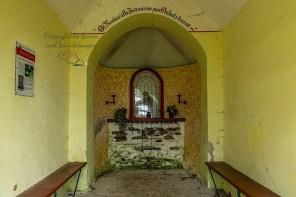 Apollofalter an der Mosel-Das Innere der Kreuwegkapelle