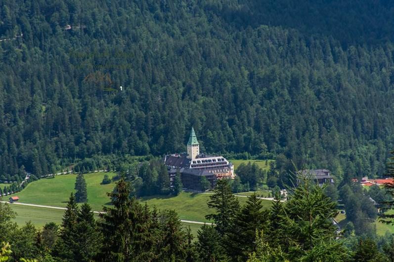 Blick auf Schloss Elmau