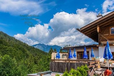 -Um die Zugspitze-Blick auf die Kaiserschmarrnalm