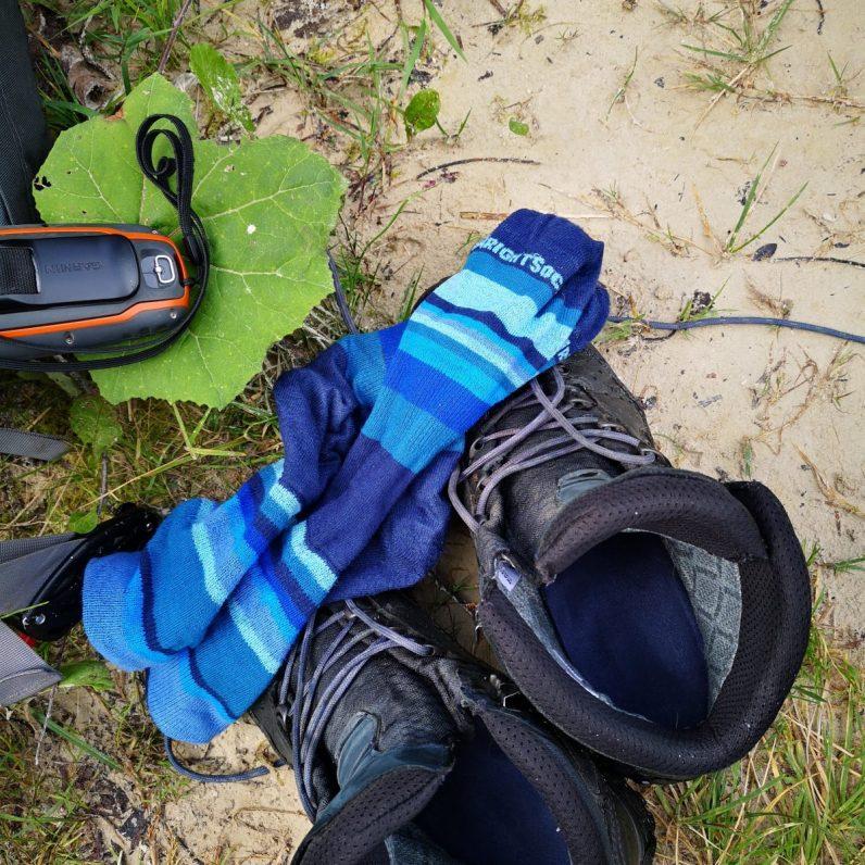 Schuhe aus, Socken aus, rein ins Gebirgswasser