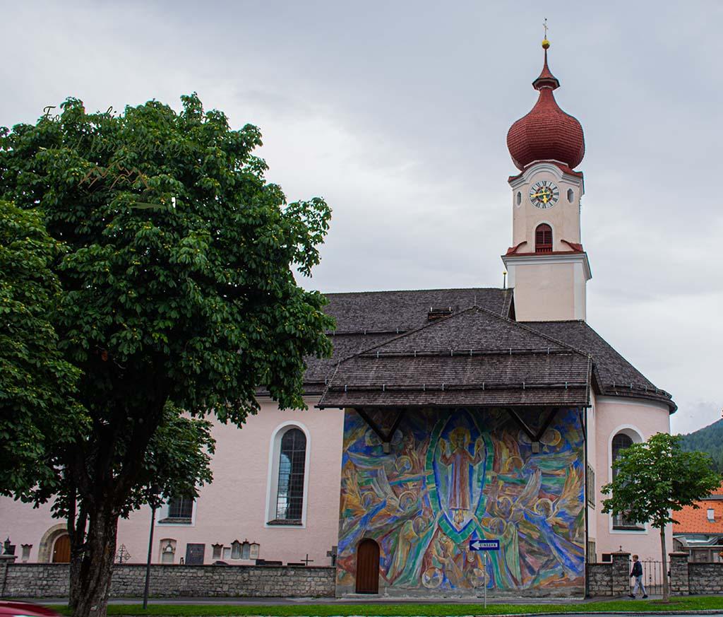 Schmucke Kirche in Ehrwald