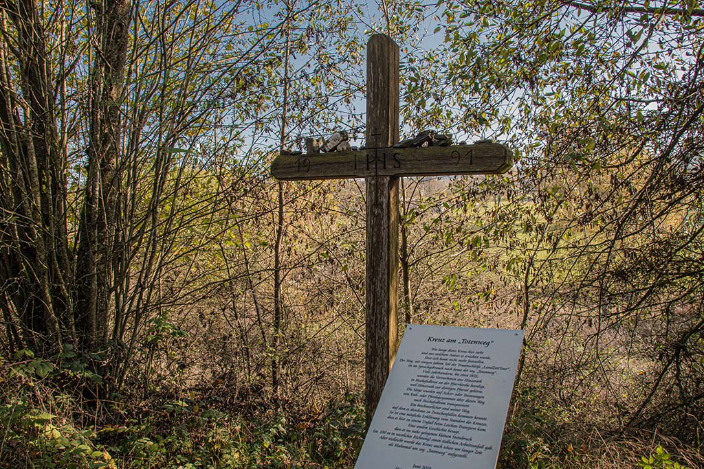 Kreuz am Totenweg