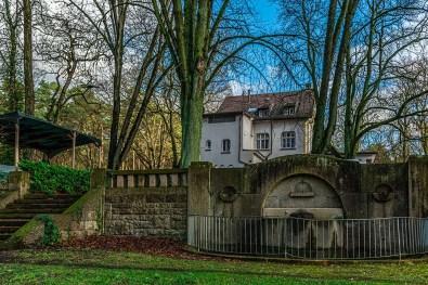Hinter der Schlesischen Schänke-Schlösser in Langenfeld