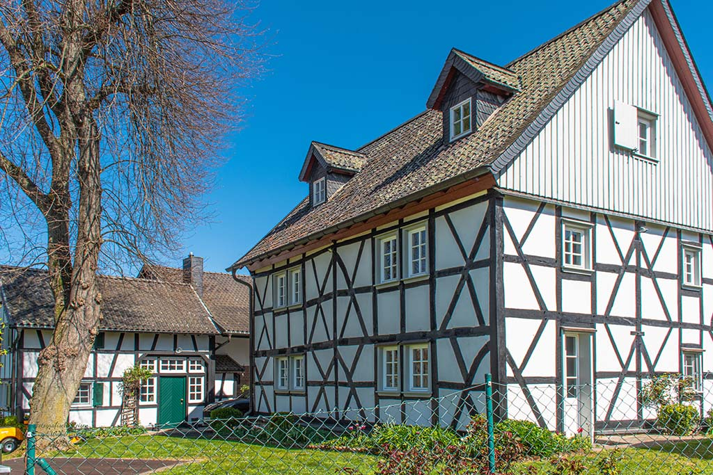 Im Ort Löbach