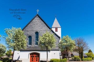Durch Hollerath - Kirche