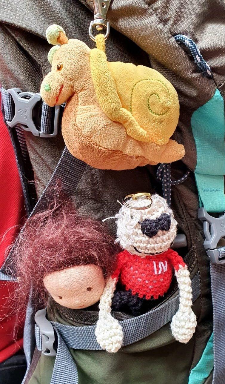 Ömmel mit Wanderschnecke und Wanderomi in meinem Rucksack