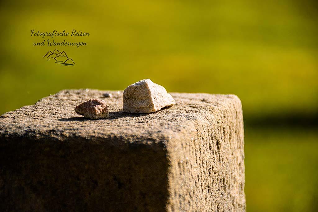 Steine auf den Kreuzen
