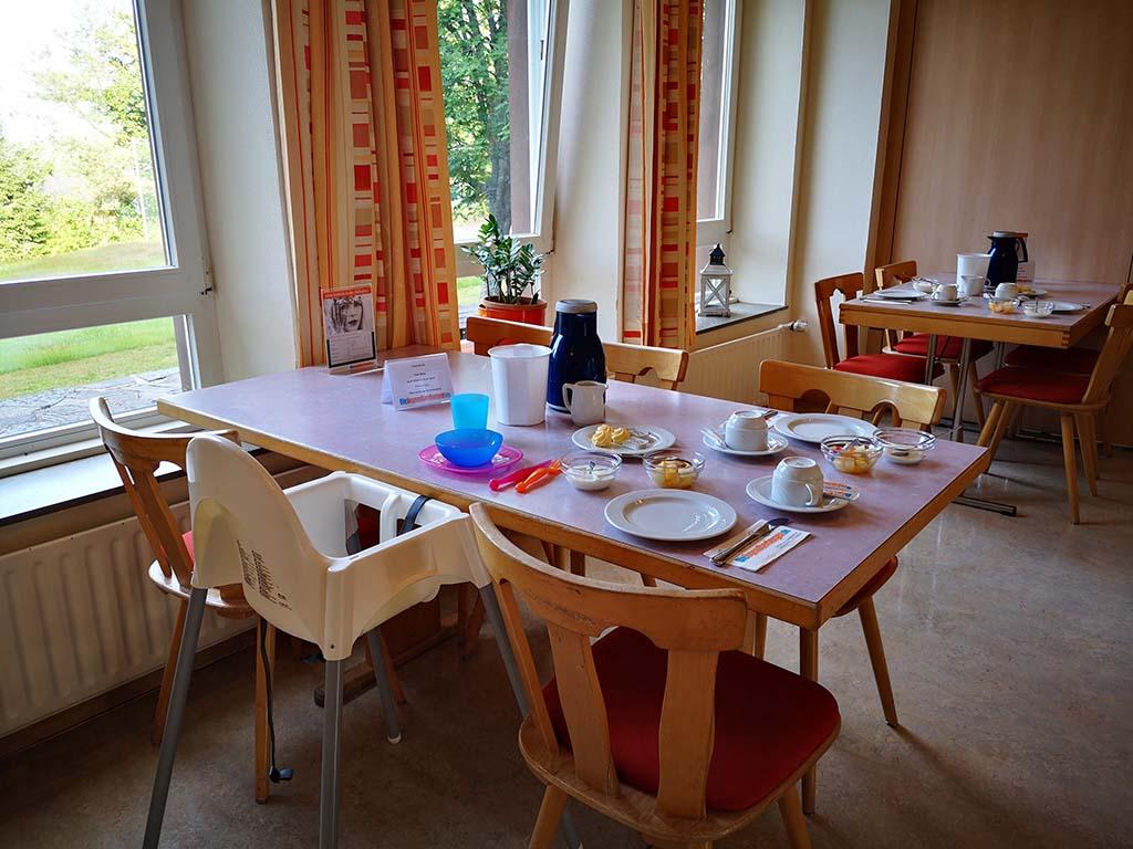 Frühstückstisch in der Jugendherberge Hermeskeil