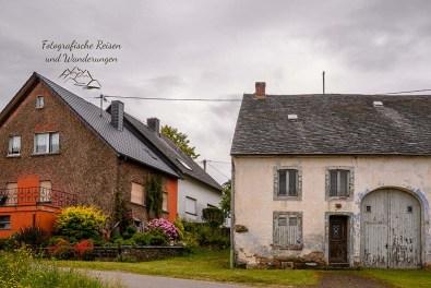 Teilweise sanierungsbedürftige alte Häuser