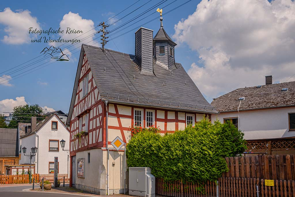 Die ersten Häuser von Arzbach