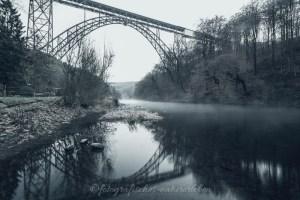 Müngstener Brücke am frühen Morgen mit Nebel