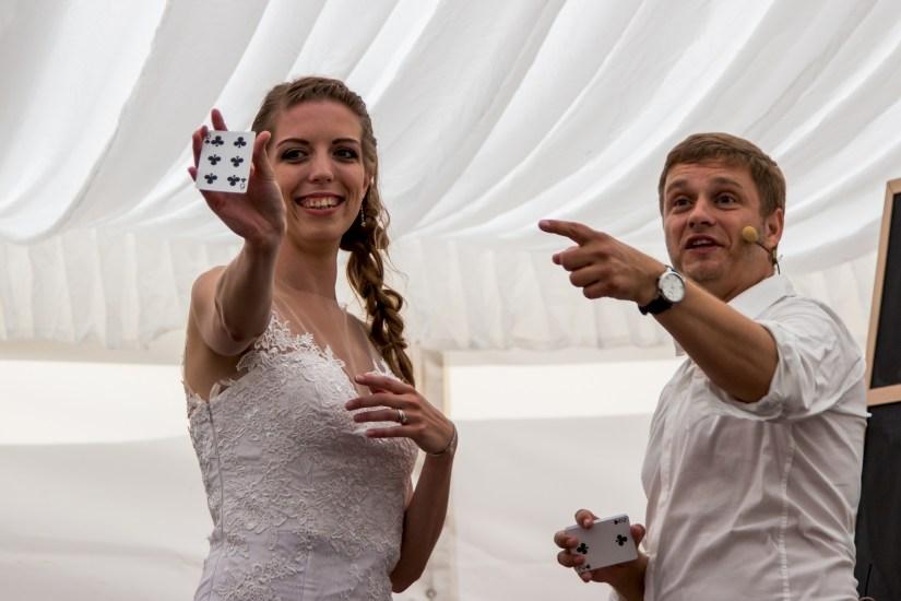 FOTO: Svatební fotograf zábava kouzelník