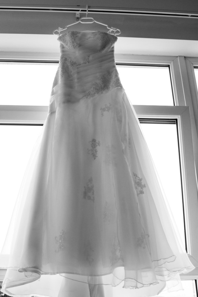 FOTO: Svatební šaty v okně