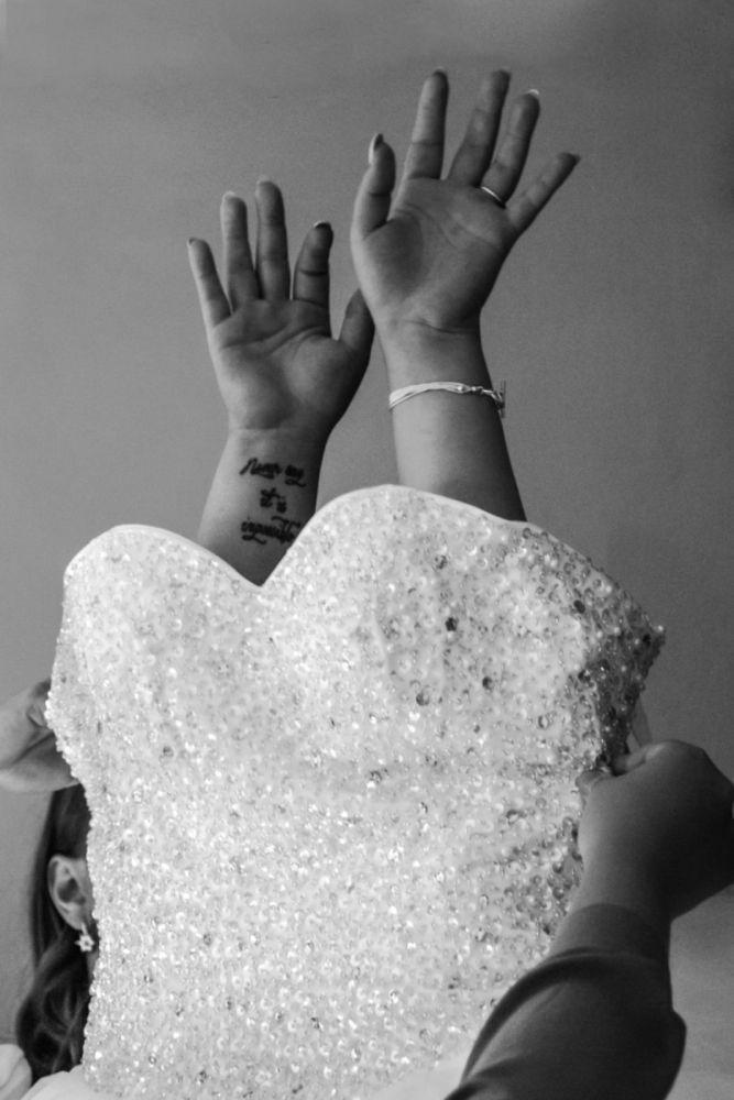 svatebni-fotograf-oblekani-nevesty