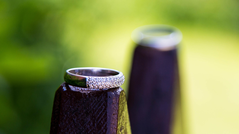svatebni-fotografie-prstynky-praha