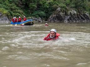 Ejercicio voluntario de caída al río.