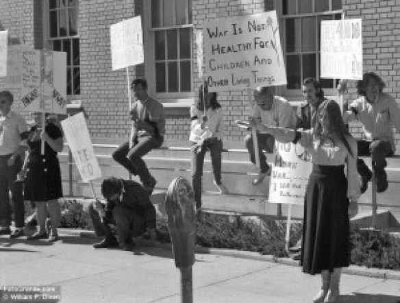 Helen Abernathy and others protest outside the Selective Service Office, Las Cruces, N.M., Nov. 15, 1972. © William P. Diven.