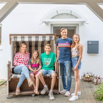 2020_04_16_portraet_vor_der_haustuer_familie_hoefer-4