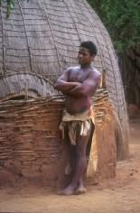 Sudáfrica, Natal Kwa-Zulu, Empangeni, poblado Zulu, guerrero Zulu, retrato