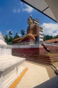 Sri Lanka, Beliatta, Wewurukannala Vihara, Buda de 50m, año 1970, escultura