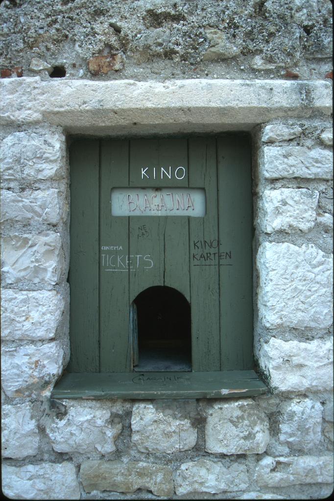 Croacia, isla de Rab, ciudad de Rab, taquilla, ventana