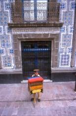 México, DF, Casa de los Azulejos, organillero, música