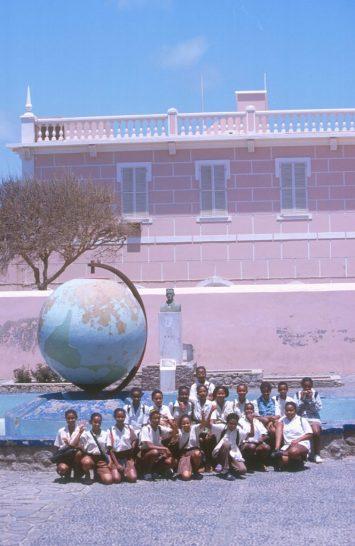 Cabo Verde, Isla Sao Vicente, escuela publica, hora de salida