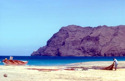 Cabo Verde, Isla Sao Vicente, playa San Pedro, pescador