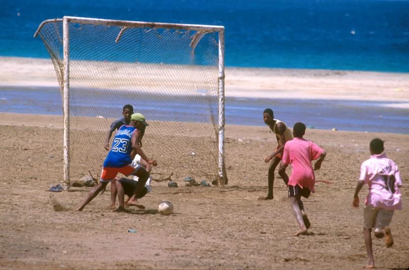 Cabo Verde, Isla Sao Vicente, playa San Pedro, Futbol