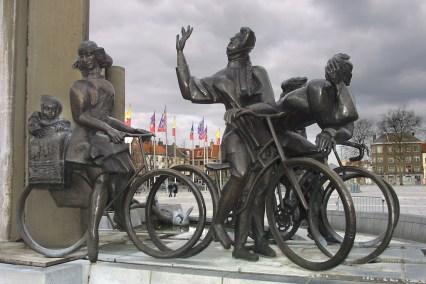 Flandes, Brujas, bicicleta, escultura