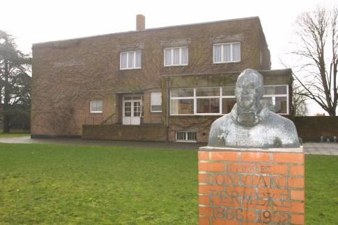 Flandes, Jabbeke, Museo de Permeke, escultura