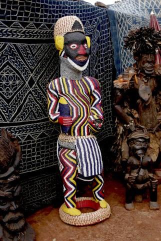 Camerún, Bafoussam, Chefferie, escultura