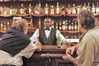 Camerún, Dsching, Centro Climatico, barman