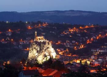 Francia, Auvernia, Puy-En-Velay, Roca de la Aguja, Iglesia St. Miguel de la Aguja