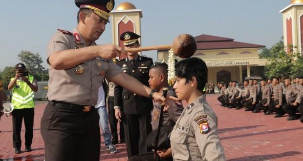 Pedang Pora Sakralkan Pisah Sambut Anggota Polda Banten