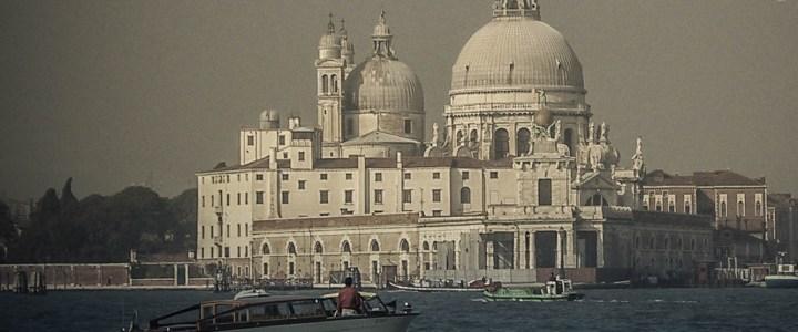 Camino de Santa Maria della Salute en Venezia
