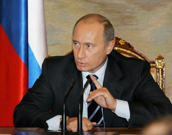 Скачать фотографии знаменитостей: Путин на фоне ...