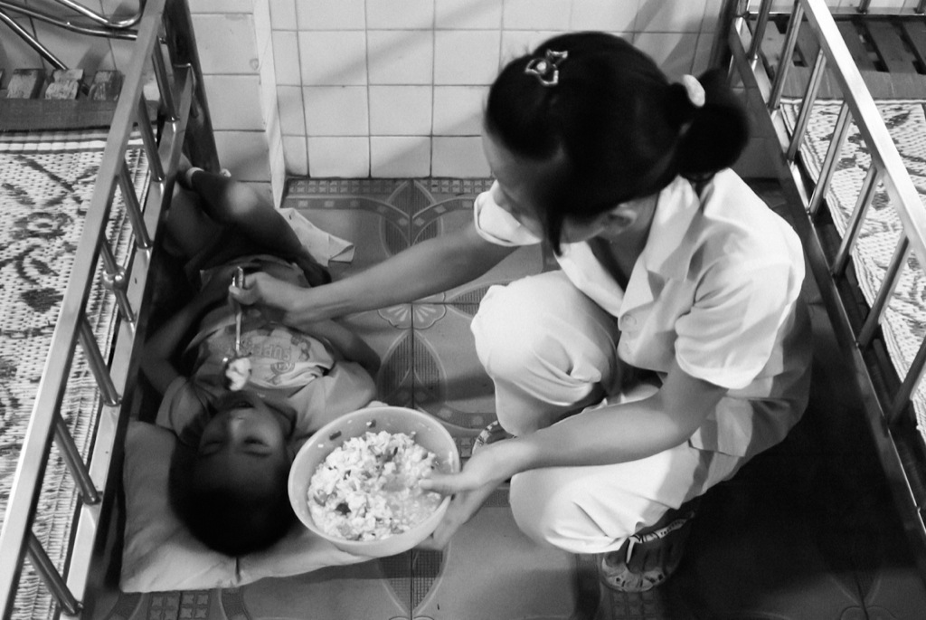 Durante la guerra de Vietnam el ejército americano utilizó muchas armas químicas, entre ellas el terrible Agente Naranja. Aún hoy día siguen naciendo cada día decenas de niños con malformaciones físicas y mentales.