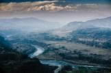 Valle del río Marsyangdi, vistas desde Bandipur, en Nepal. Al fondo, los Himalaya.