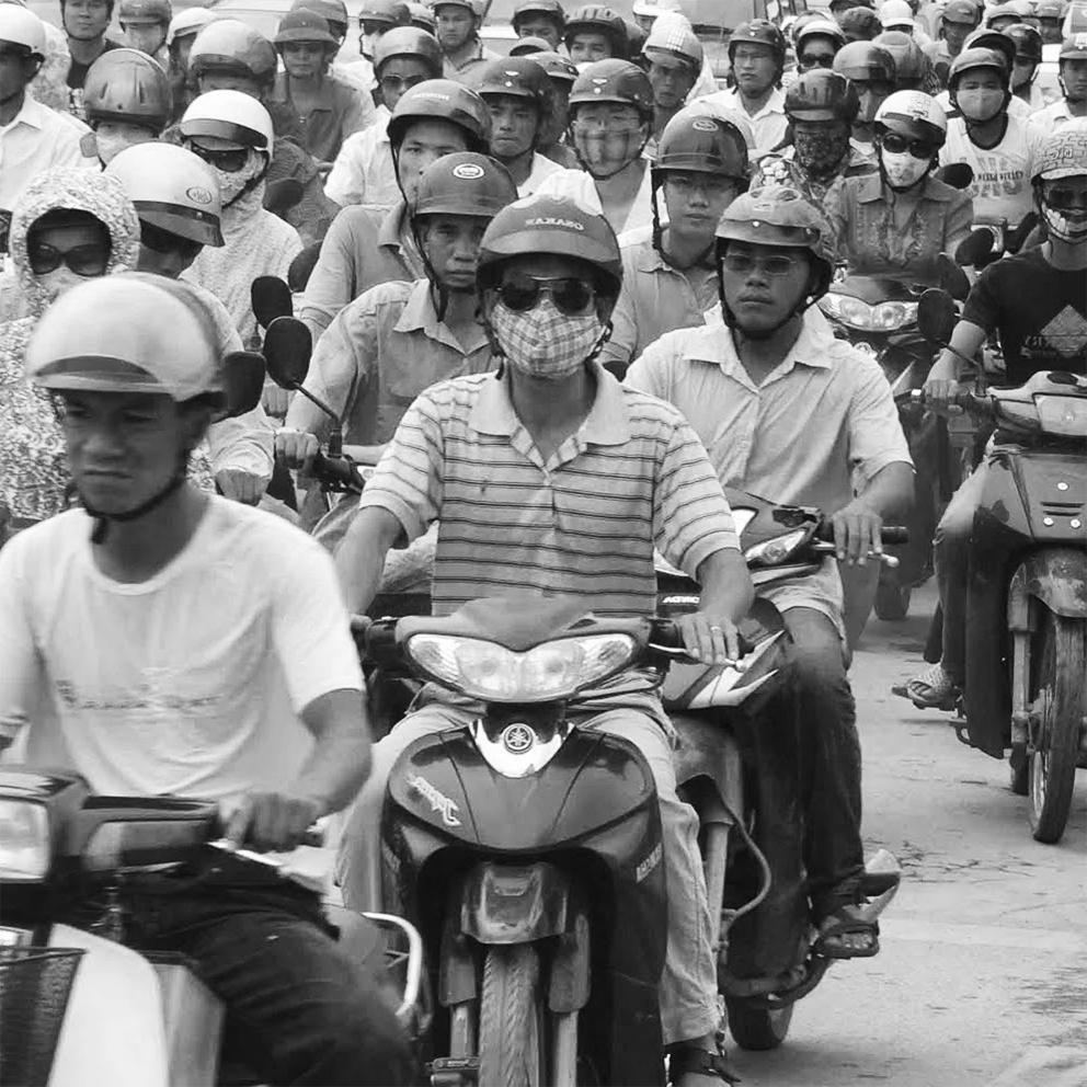 como cruzar la calle en vietnam