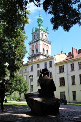 Plac Muzealny - pomnik Nikifora