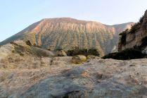 Widok ma krater z Fanghi di Vulcano