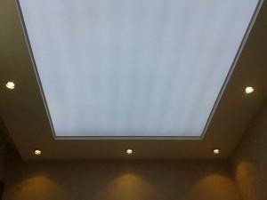 Белый полупрозрачный потолок