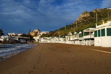 Garraf beach by diariosur.es