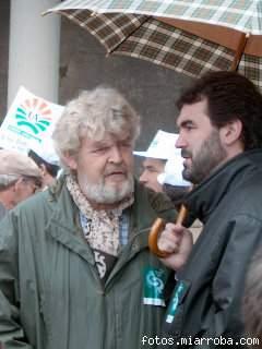 Xosé Manuel Beiras e Anxo Quintana durante unha manifestación en apoio do sector gandeiro galego. Santiago 07/04/2001