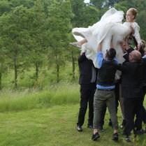 la festa: il volo della sposa